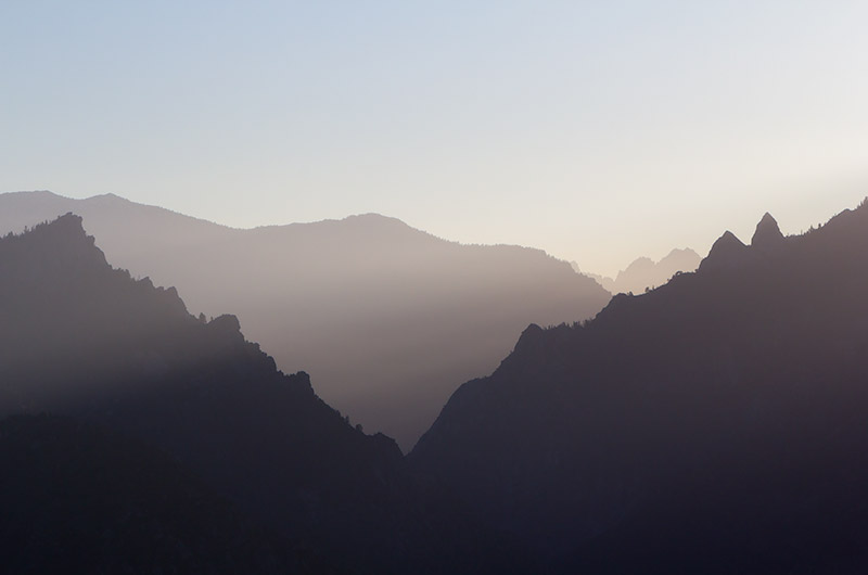 Hazy layers of mountains in the early morning at Kings Canyon National Park, California