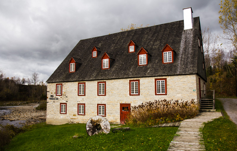 A farm house on the way to Quebec City in Canada