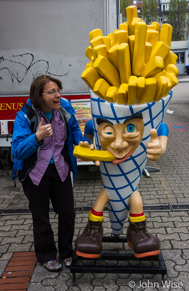 Caroline Wise and the french fry guy on Bergerstrasse in Frankfurt, Germany