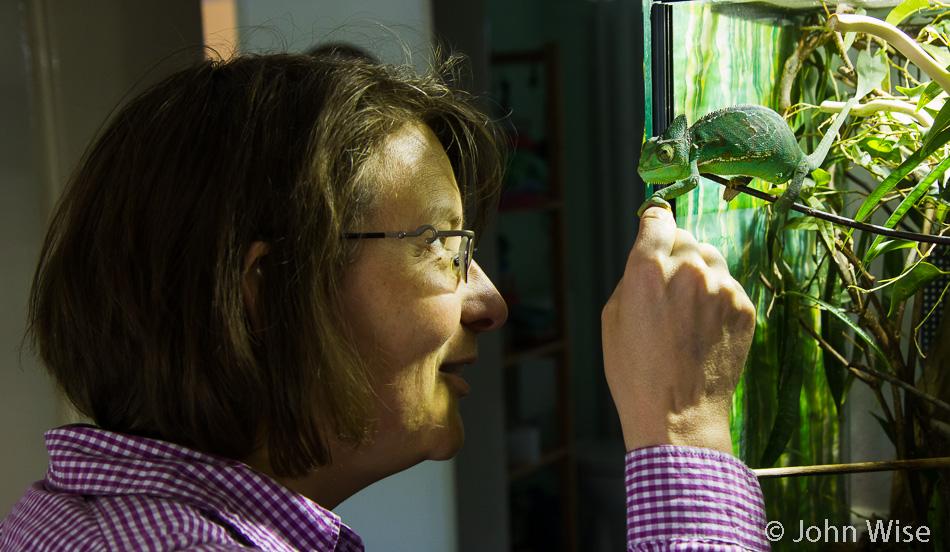 Caroline Wise and Biggy the Chameleon - a local Frankfurt resident