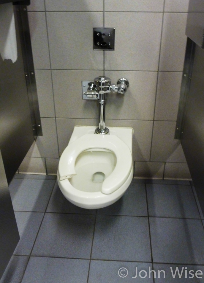 Broken toilet seat at the Newark airport